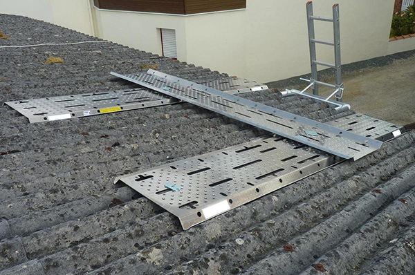 Sécurité de toiture: équipement de protection individuelle