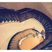 Diable motorisé pour escalier tournant