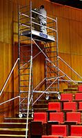 Utilisation de l'échafaudage dans des escaliers