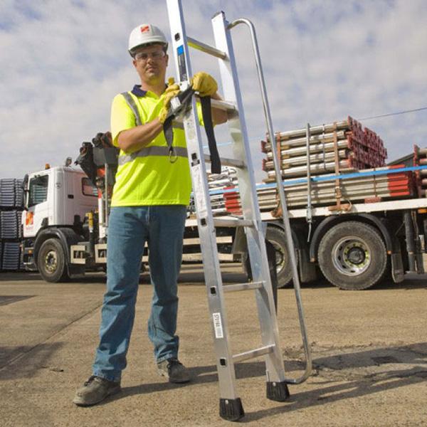 acces echelle de camion hauteur
