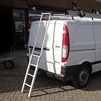 Utilisation de l'échelle télescopique pour galeries de toit