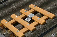 depart du chemin de toit en bois