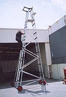 Utilisation de l'échelle sur un chantier