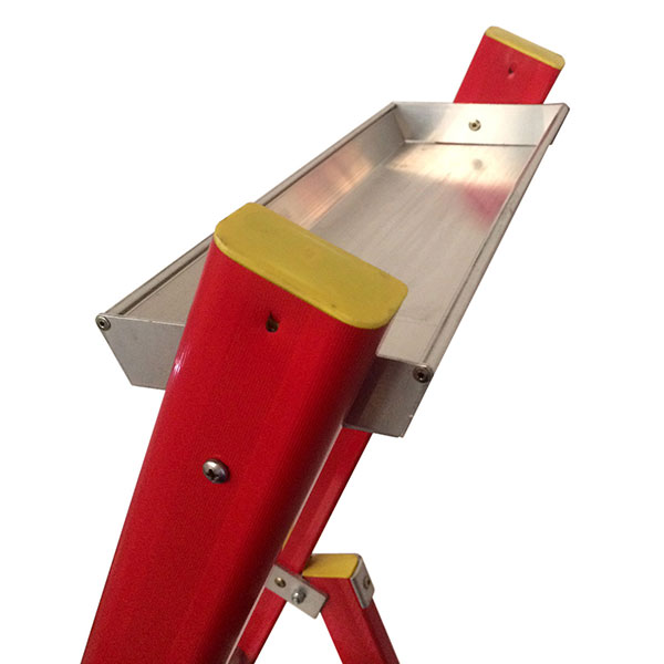 Tablette porte-outils de l'escabeau