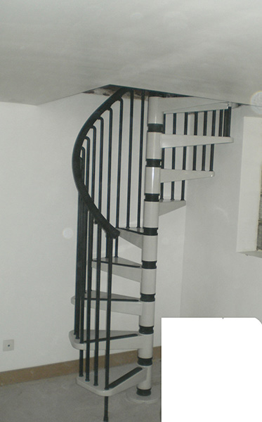 escalier h licoidal m tal en vente. Black Bedroom Furniture Sets. Home Design Ideas