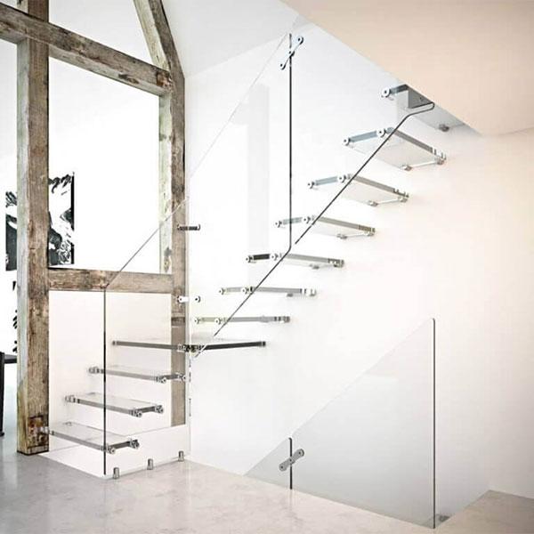 escalier sur mesure en verre