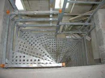 marche de l'escalier de chantier