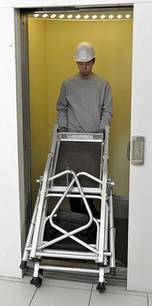 Plateforme individuelle pour travailler dans les escaliers for Porte qui se plie