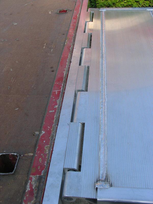 rampe de quai en aluminium plaque de liaison entre votre. Black Bedroom Furniture Sets. Home Design Ideas