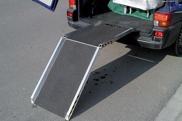 rampe chargement pliable avec rebords