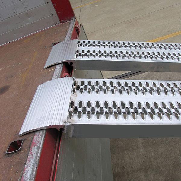 Mise en situation de la paire de rampes de chargement