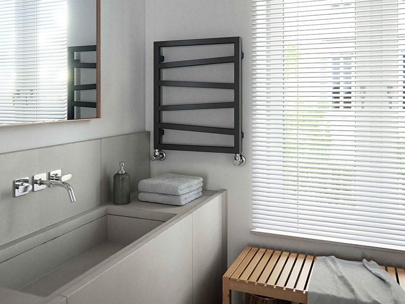 petit seche serviette zigzag noir baignoire