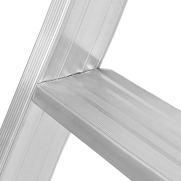 Stufen stehleiter 8024