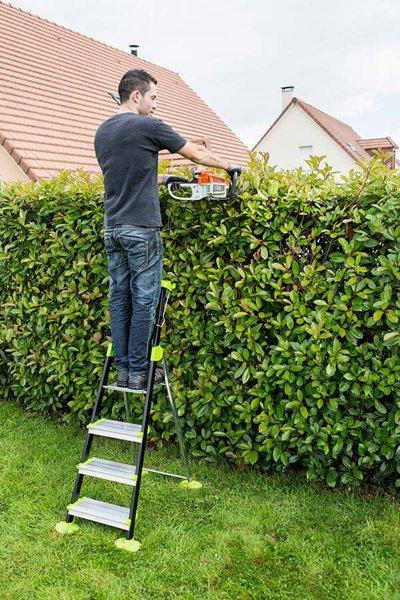 Verwendung der Stehleiter Garden-step