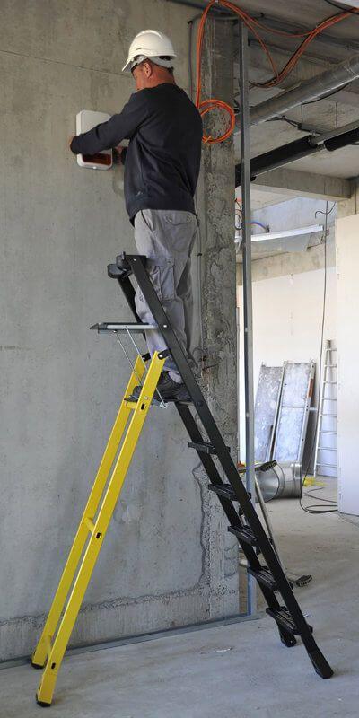 Sicherheits-Stehleiter für Maler